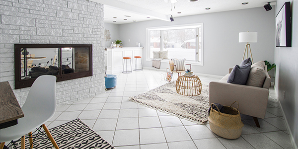 Minimalist living room design with neturals.